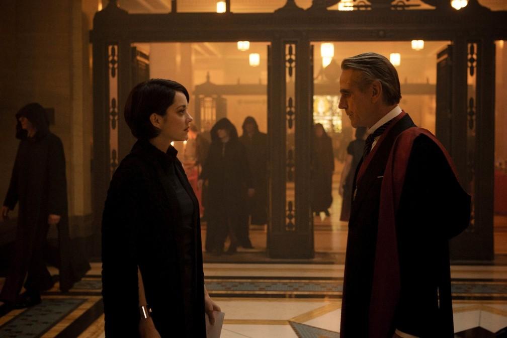 Marion Cotillard e Jeremy Irons interpretam pai e filha (Foto: Divulgação)