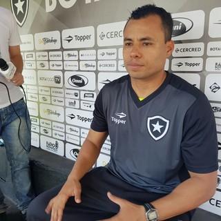 Jair Ventura técnico Botafogo (Foto: Marcelo Baltar / GloboEsporte.com)