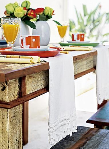 Sabe aqueles panos de prato tão bonitos que dá até pena de usar? Coloque-os na mesa, substituindo o jogo americano  (Foto: Rogério Voltan/Editora Globo)