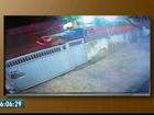 Em vídeo, jovens são arremessados em batida entre moto e carro na PB
