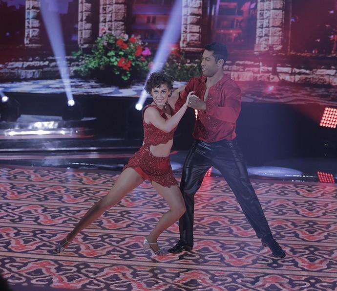 Sophia Abrahão brilha na salsa  (Foto: Artur Meninea / Gshow)