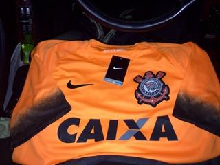Corinthians lança novos uniformes em dia de jogo contra o Fluminense a4b988ca99b5d