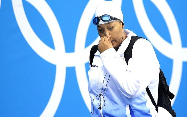 Masempe Theko na prova de natação 50m livre em Londres (Foto: EFE)