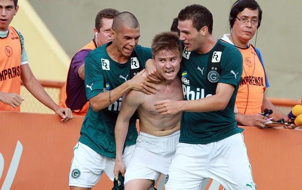 Eduardo Sasha gol Goiás (Foto: Carlos Costa / Ag. Estado)