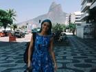 Amy Sheppard posa no calçadão de Ipanema, no Rio