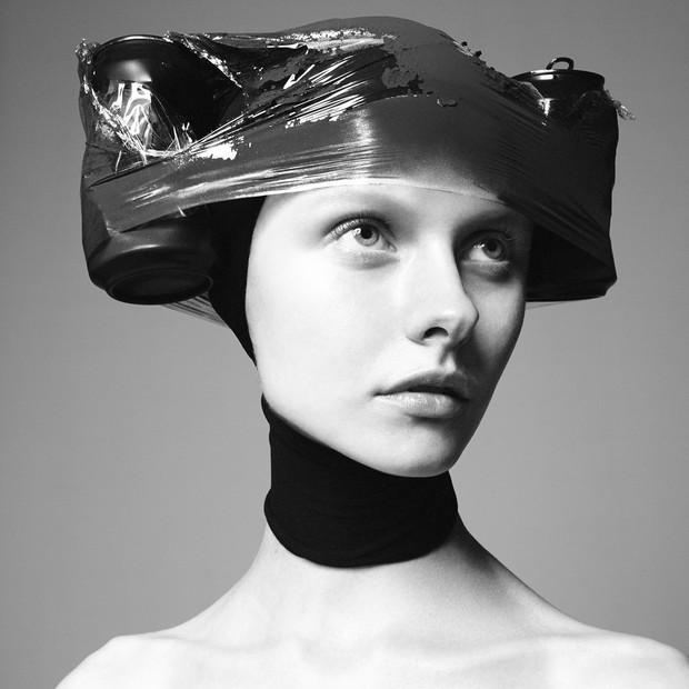 Kamila Filipcikova em Hair (Foto: David Sims/ Divulgação)