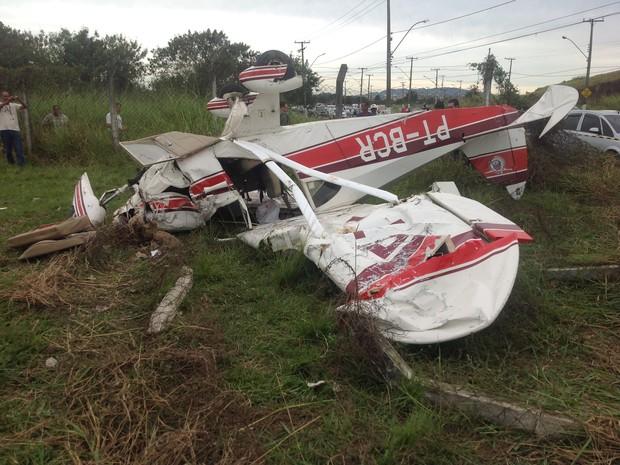 Avião monomotor cai em Resende, RJ. (Foto: Vinicius Lima/G1)