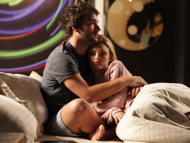 Hacker consola a loira e tenta animá-la (Foto: Pedro Curi/TV Globo)