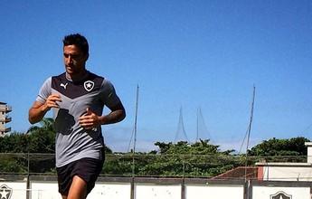 Salgueiro veste uniforme do Botafogo e aparece em campo pela primeira vez