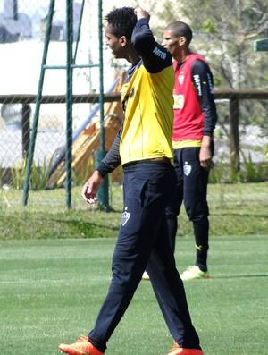 Jô no treino do Atlético-MG (Foto: Leonardo Simonini)