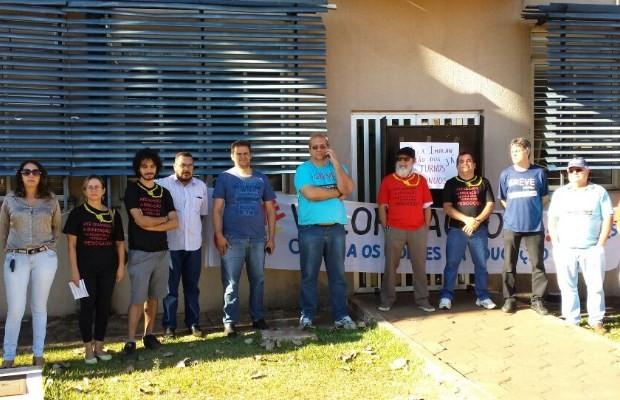 Servidores em greve bloqueiam a entrada do prédio da reitoria da UFG, em Goiânia, Goiás (Foto: Divulgação/ Sint-Ifesgo)