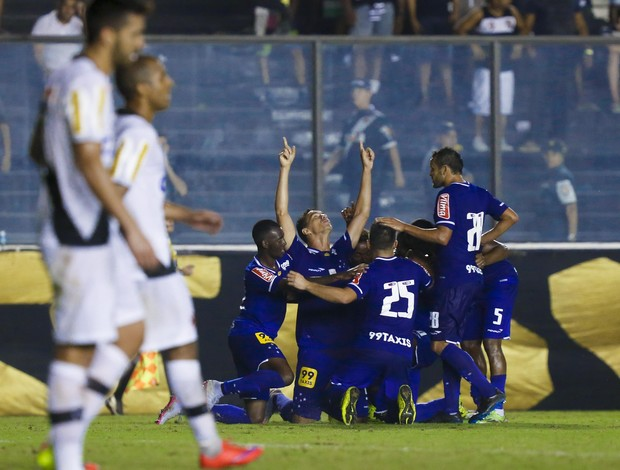 Jogadores do Cruzeiro comemoram gol