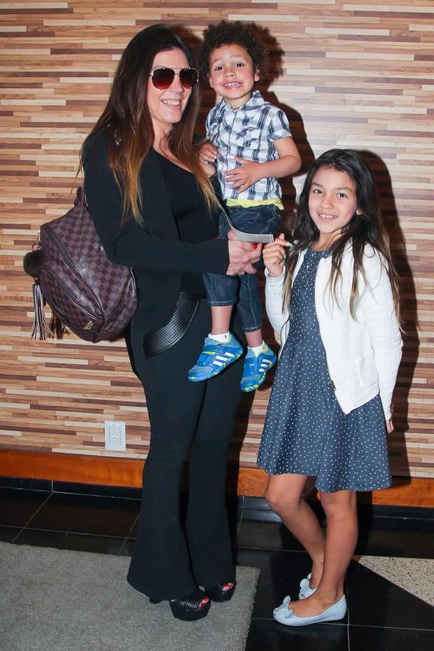 Simony com os filhos (Foto: Manuela Scarpa/Brazil News)