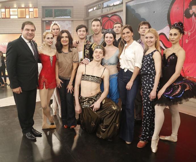 Fátima com o Ballet da Rússia, que se apresentou no programa  (Foto: Raphael Dias/Gshow)