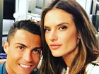 Alessandra Ambrósio tieta Cristiano Ronaldo: 'Dividindo os flashes'