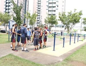treino físico na praça mogi das cruzes basquete 4 (Foto: Guilherme Peixinho)