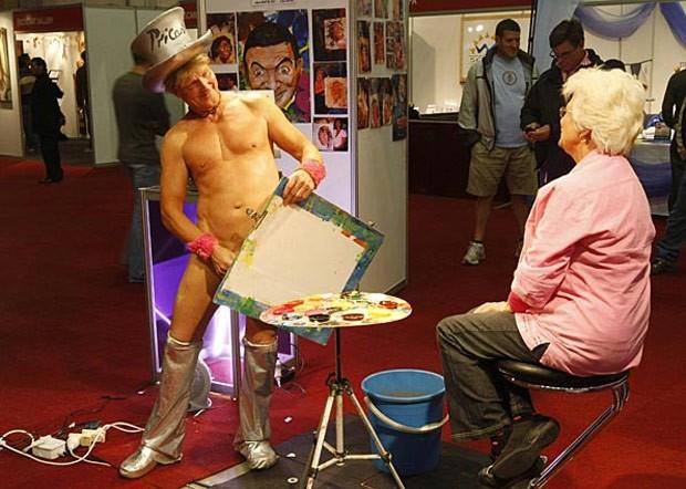 Patch diz pintar, em média, 1.500 quadros por ano (Foto: Mike Hutchings/Reuters)