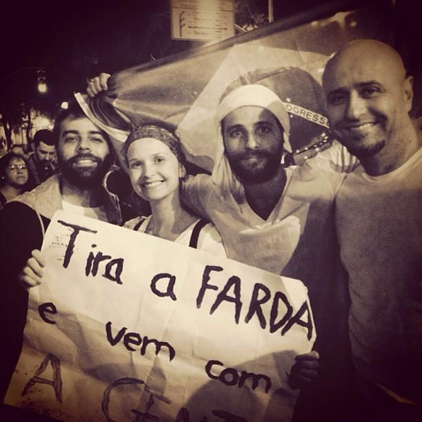 Fernanda Rodrigues e Bruno Gagliasso (ambos ao centro) (Foto: Reprodução/Instagram)
