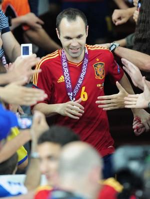 iniesta  medalha eurocopa (Foto: Agência Getty Images)