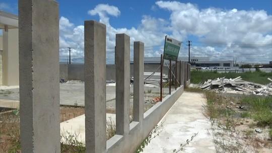 Paralisadas, obras de creches em Jaboatão são retrato do abandono