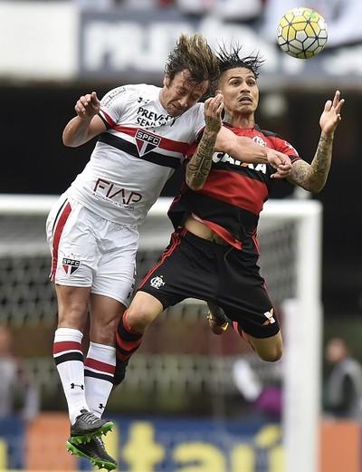 São Paulo x Flamengo Lugano Guerrero (Foto: Mauro Horita)