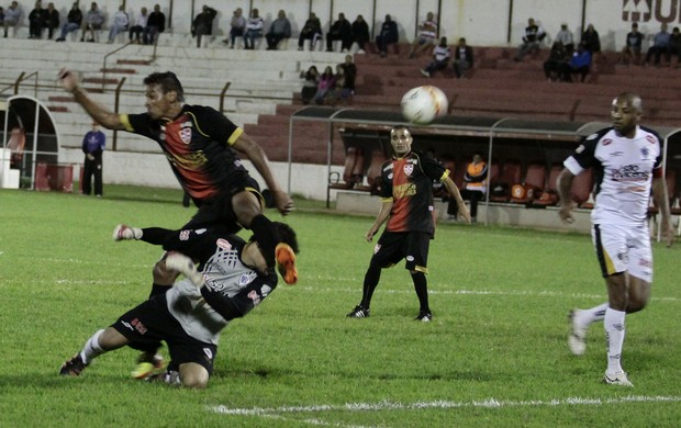 Linense x Rio Branco, pênalti, pela Copa Paulista (Foto: J. Serafim / CA Linense)