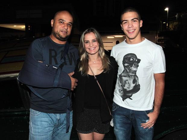 Milene Domingues com o namorado, Rubens, e o filho, Ronald, em festa em São Paulo (Foto: Celso Tavares/ EGO)