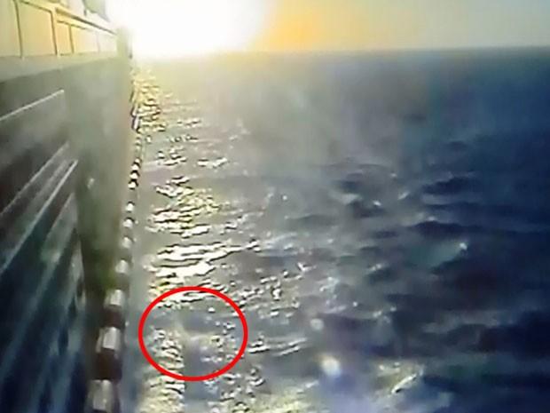 Vídeo mostra momento em que o mexicano cai em alto-mar (Foto: Divulgação / PF)