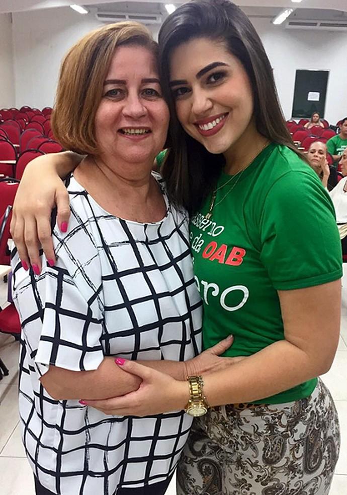 Vivian e a mãe (Foto: Arquivo Pessoal)