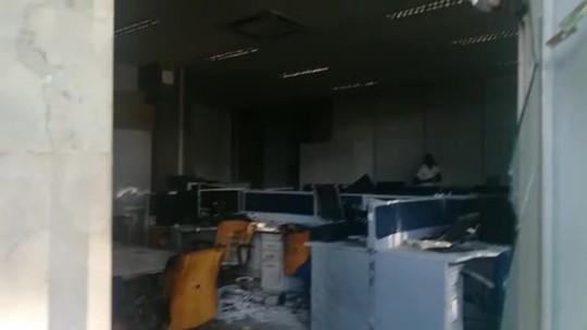 Documentos e computadores de ministérios foram destruídos