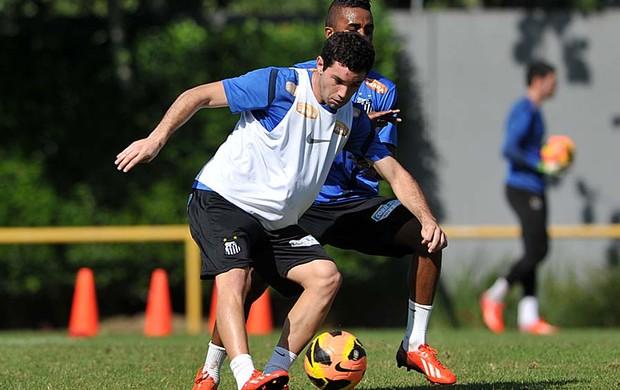 Mena e Cicinho (Foto: Ricardo Saibun / Divulgação Santos FC)