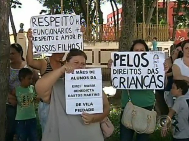 Educadores fizeram uma manifestação em Itapetininga (Foto: Reprodução / TV TEM)