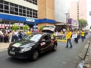 Grupo foi aplaudido por sindicalistas bancários que também estão em greve em Ribeirão Preto (Foto: Eduardo Guidini/G1)