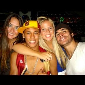Laryssa Oliveira e Neymar (Foto: Instagram / Reprodução)