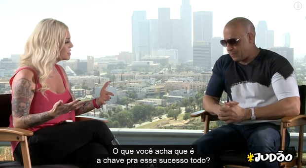 Mayra Dias Gomes entrevista Vin Diesel!  (Foto: Repodrução / Youtube)