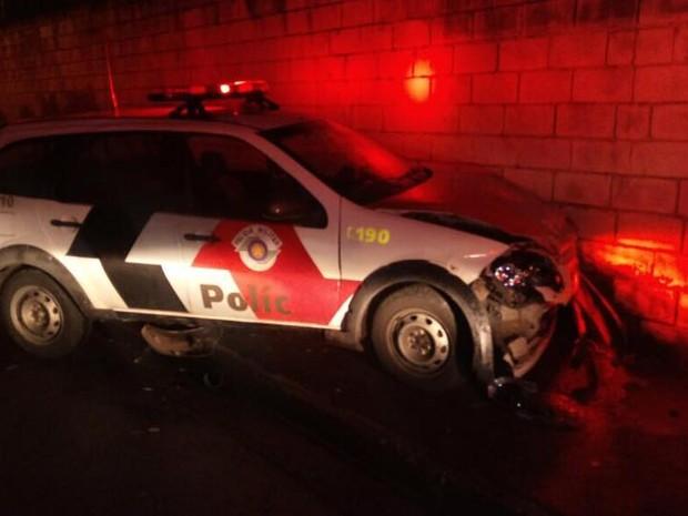 Policiais tiveram ferimentos leves e foram socorridos para o hospital da Vila Industrial (Foto: Divulgação/Polícia Militar)