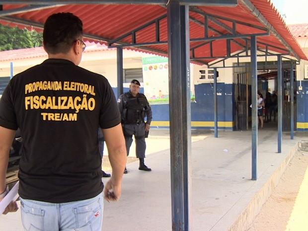 Escola municipal no bairro Tancredo Neves foi fiscalizada  (Foto: Reprodução/TV Amazonas)
