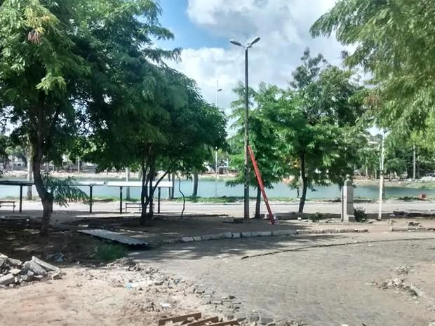 Anel interno da lagoa foi interditado definitivamente (Foto: Diogo Almeida/G1)
