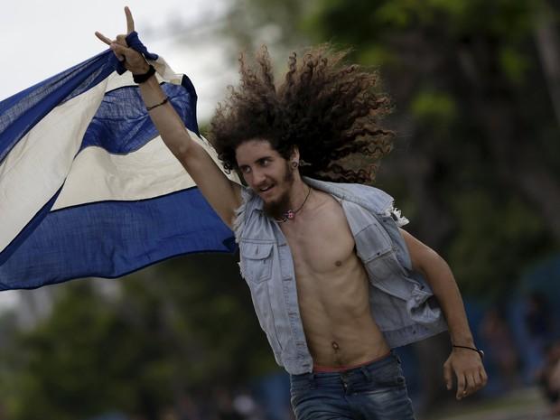 F� chega para ver show dos Rolling Stones em Havana, primeira apresenta��o da banda em Cuba (Foto: Reuters/Ueslei Marcelino)