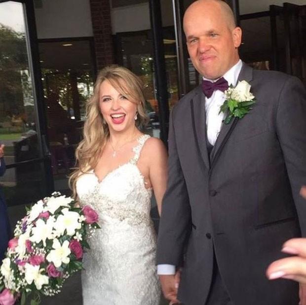 Há menos de dois anos, Christopher salvou a vida de Heather; hoje, eles estão casados (Foto: BBC/Christopher Dempsey)