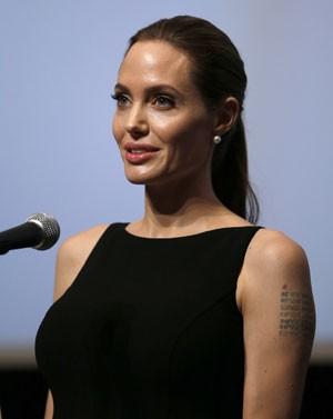 Angelina Jolie pediu que o mundo não desvie o olhar do drama na Síria (Foto: Yuya Shino/Reuters)