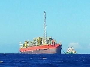 Dona de navio-plataforma vai explicar situação irregular a órgão do Espírito Santo (Foto: Juirana Nobres/ G1 ES)
