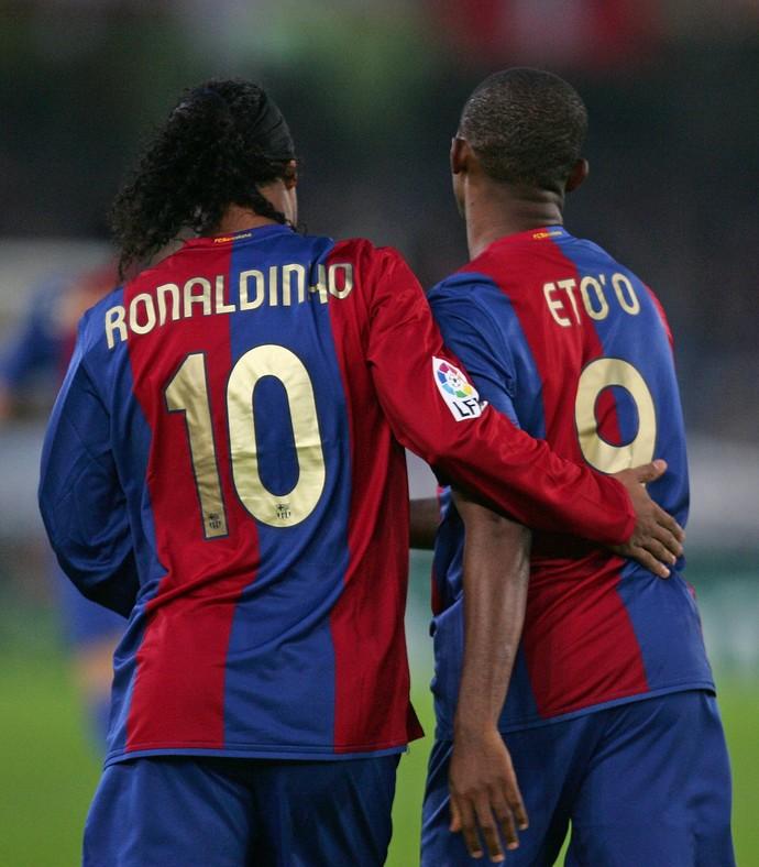 Ronaldinho Gaúcho e Eto'o Barcelona (Foto: Getty Images)