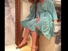 Antes de sair com o bloco Largadinho, Claudia Leitte faz pose no camarim