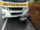 Motociclista morre arrastado por ônibus de autoescola no Norte de SC