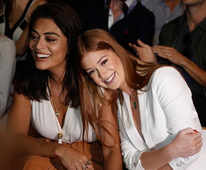 Juliana Paes e Marina Ruy Barbosa se divertem durante a apresentação do clipe de imprensa (Foto: Raphael Dias/Gshow)