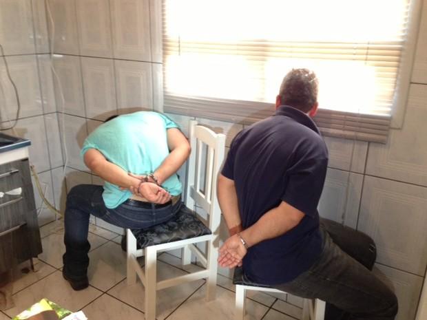 Dois homens foram presos no Vale do Sinos na tarde desta quarta-feira (Foto: Alexandre dos Santos/RBS TV)