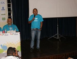 Vicente Lenilson em coletiva dos Jogos Escolares da Juventude Natal 2013 (Foto: Augusto Gomes)