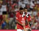 Dupla Neymar e Marinho funciona, e time de Zico vence Jogo das Estrelas