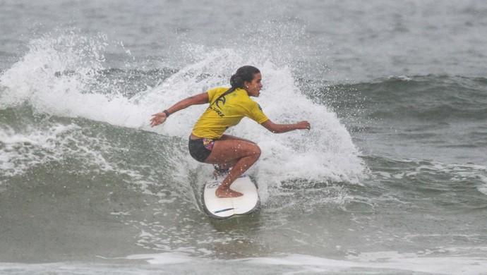 Júlia Santos, categoria Feminino, Circuito Guarujaense de Surf (Foto: Silvia Winik/Divulgação)